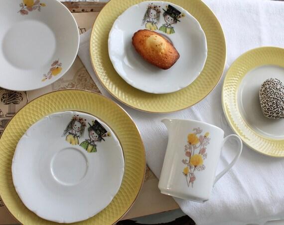 7-piece dessert service: 4 dessert plates, 1 cup, 1 pitcher, 1 cake plate, yellow crockery, AST170903