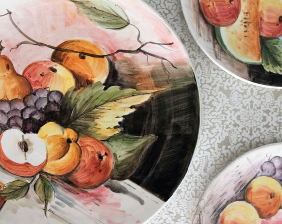 Trio of plates / plates hand painted and signed / décor of fruits / collectibles / ASD150076