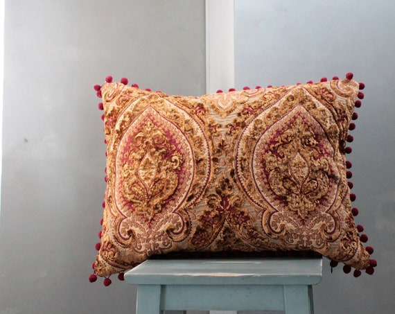Grand cushion in silk tapestry, burgundy and gold cushion, boho chic cushion, unique cushion, gift for her, cushion with pompoms, gold cushion