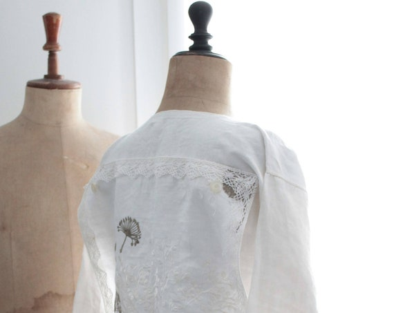 French antique linen dress,  late nineteenth century, entirely revisited, customized. Antique long shirt from the Bordeaux region of France.