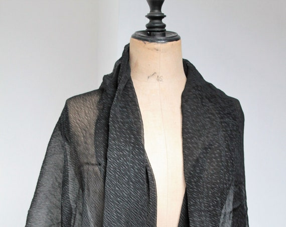 Large antique black mantle in silk crepe, early twentieth, large silk cape, MANT181372