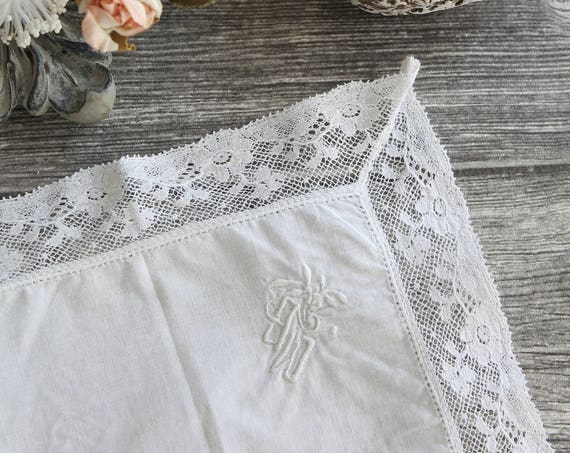 Small antique french white handkerchief in linen thread, Monogram, fine lace, MOU171041