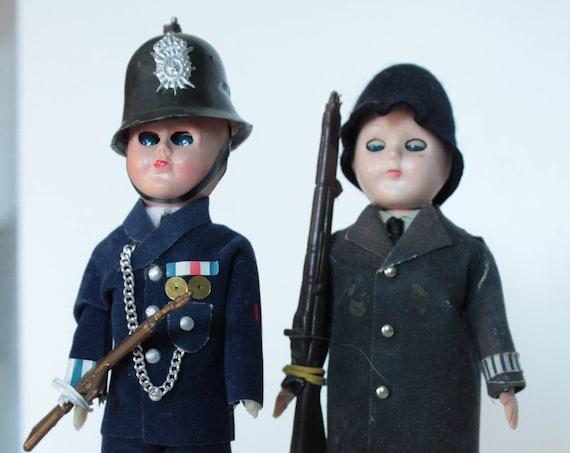 2 Poupées miniatures anciennes Gardes anglais, poupées anciennes, poupées de pays, miniature, poupées anglaises