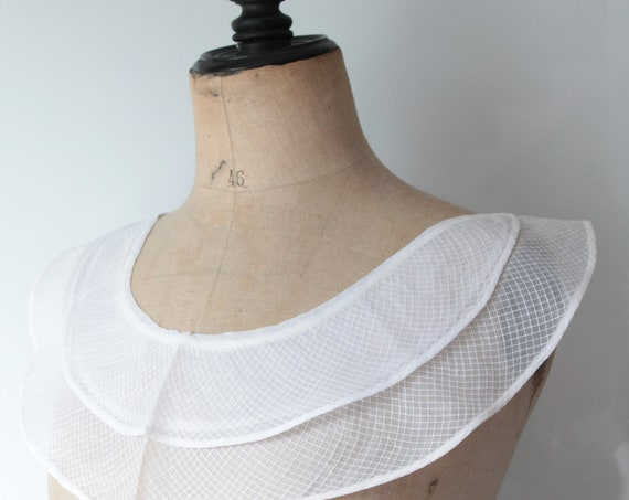 Large old French collar, handmade, in linen Baptist, tulle, 1930,COL181396