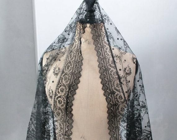 Black antique mantille, black floral scarf, Black Lace, leavers, French lace, shoulders cover, black fashion accessory, FOU191777