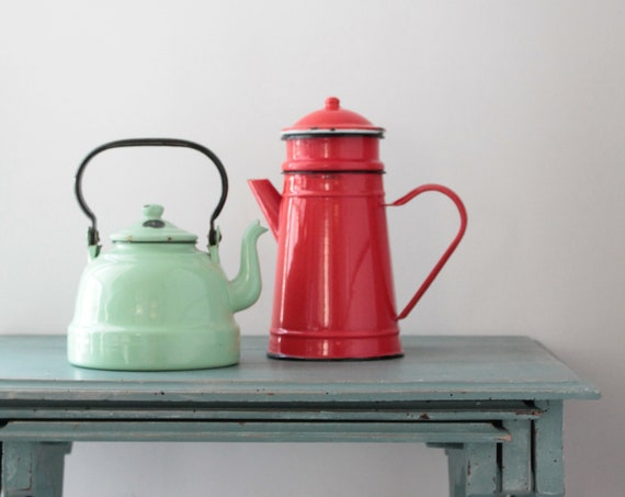 Red enameled metal coffee pot and black liserai, composed of 4 pieces, red enamel, French coffee, red kitchen,
