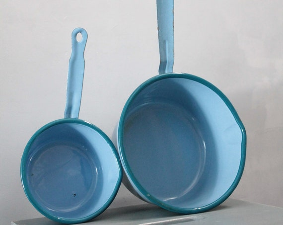 2 enamelled French blue pans, countryside decor, blue shabby chic decor, farmhouse decor, enamelled kitchen utensil, EMA181512