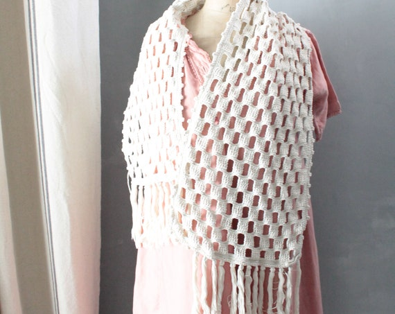 Hand-crocheted cotton shoulder cover, vintage shawl with fringes, handmade, Made in France, vintage, VET181461