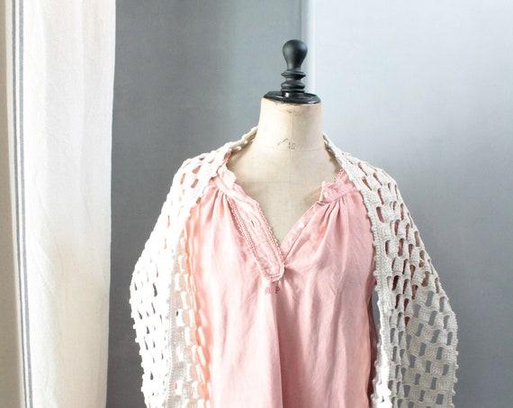 Shoulder cover in hand crocheted cotton, Vintage shawl with fringes, handmade, Made in France, vintage, VET181461
