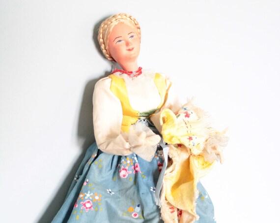 Poupée ancienne de pays, au costume traditionnel peint à la main, poupée hollandaise,