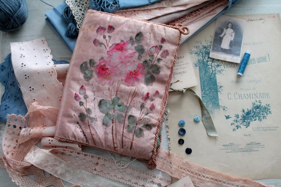Antique french cushion in hand-painted pink silk, seamstress's pouch , lacemaker cushion, pocket for lingerie, TROUS181660