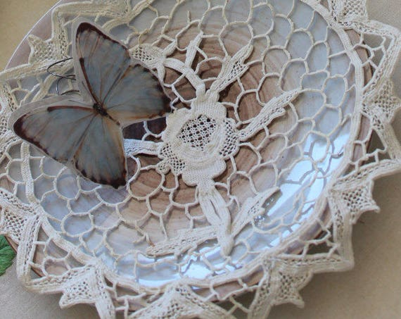 2 french white placemats, round shape handmade lace of Venice to the point of Colbert.