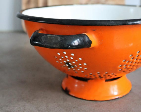 French enamelled vintage strainer, to decorate your kitchen, orange vintage kitchen, shabby french kitchen