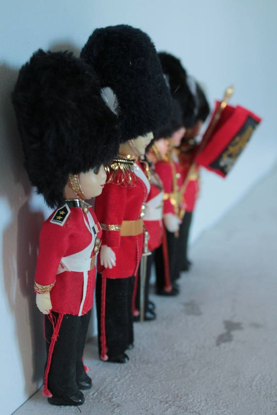 Welsh guard, Poupée miniature de collection, Gardes Royaume Uni, poupée de pays, poupée régionales, welsh guards, POUP171261