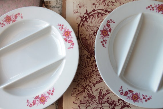 2 french vintage dinnerplates with white pink floral pattern - French ceramic - diameter 24.5 cm - AST150115
