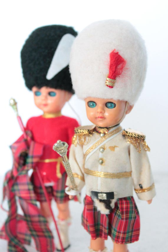 2 miniature collectable dolls, UK guards, Prince of Wales, welsh guards