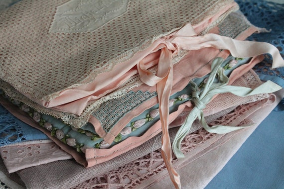 Vintage french cushion in embroidered linen and lace, dressmaker's keychain, lace-maker cushion, pocket for wedding rings, TROUS191892