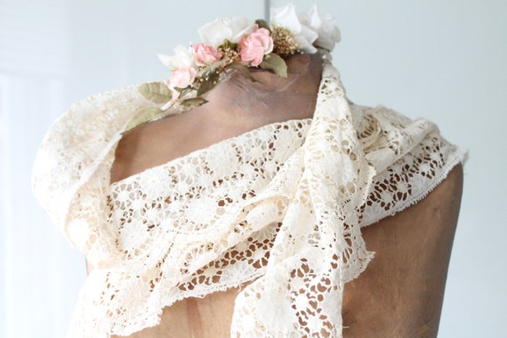 Vintage french lace,Calais lace, lace with flowers, lace braid, antique french linens, DEN171084