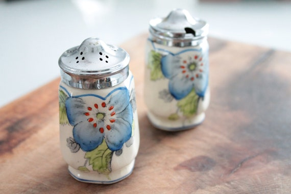 Vintage English salt and pepper in fine earthenware, table set, hand-painted ceramics, AST181426