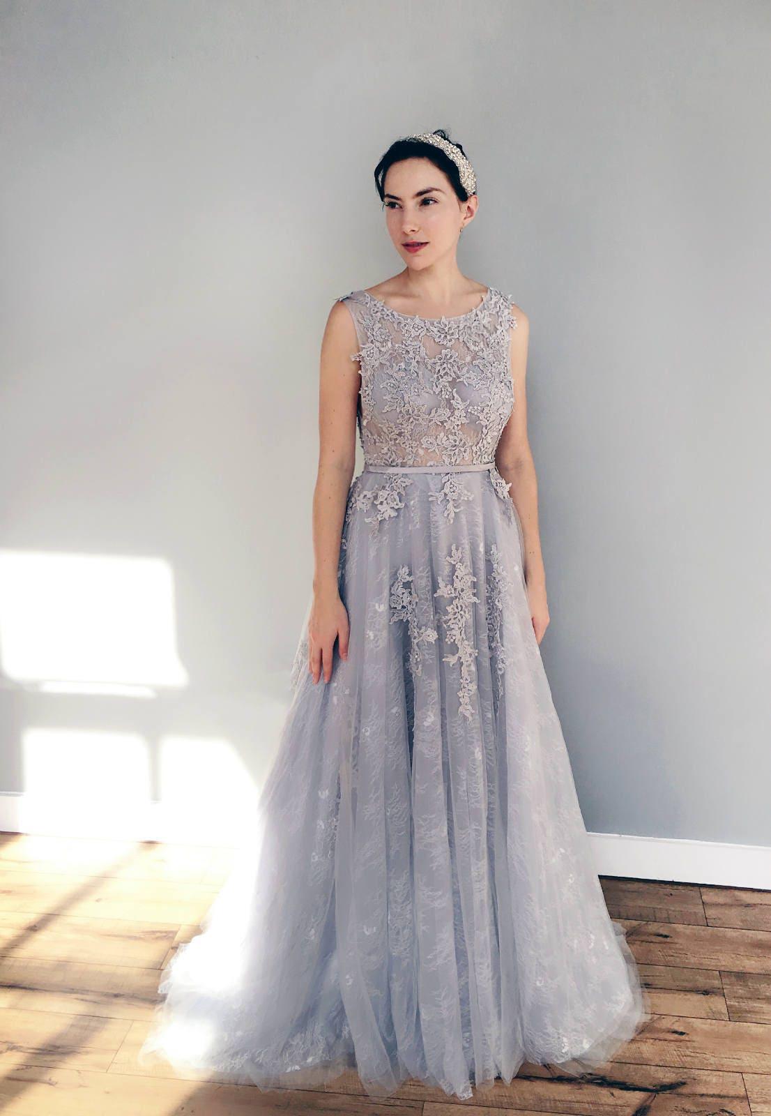 Grau blau Spitze Brautkleid