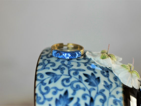 Small brass ring with indigo blue floral patchwork, 'Cléonia' collection
