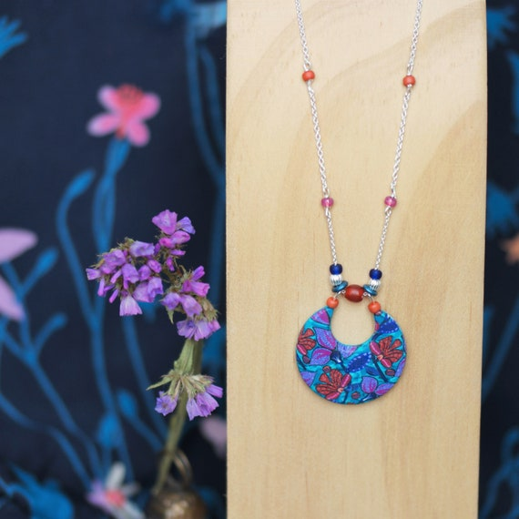 silver necklace and round pendant floral pattern wax purple and terracotta, collection 'Clivia'