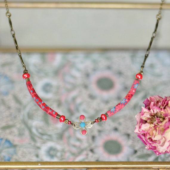 Boheme style necklace with red floral handmade patterns 'Elodee'