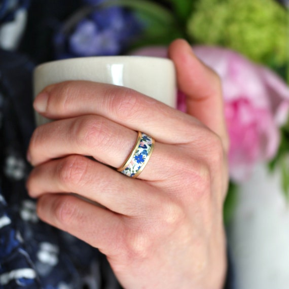 Brass ring with blue and pink floral patterns 'Seradelle'