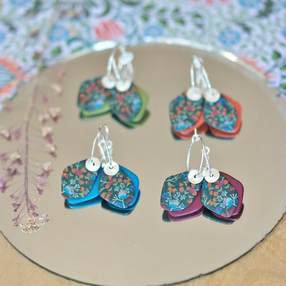 Hoop earrings in sterling silver, pendant with handmade floral patterns and different background colors, 'Hovea' series