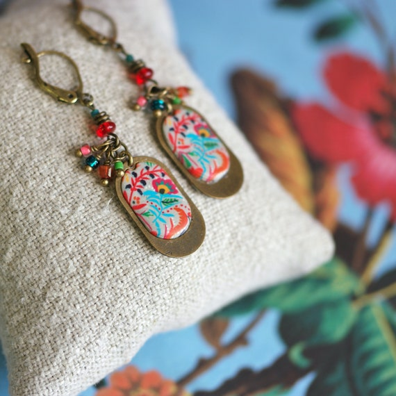 Boheme red pendant earrings with hippie floral pattern on brass 'Leonotis'