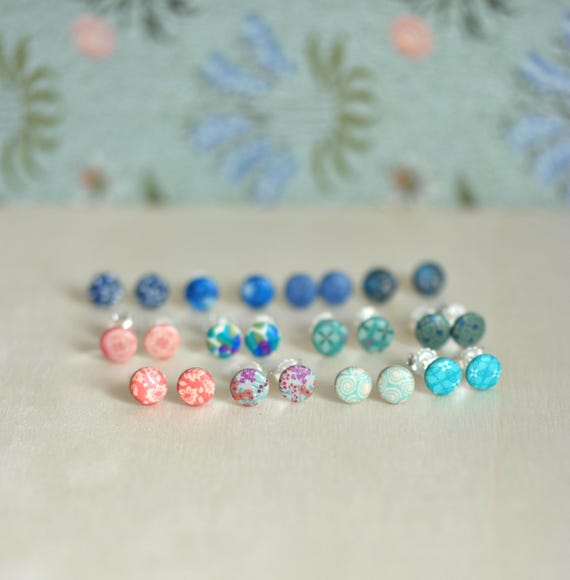One pair of stud earrings with colored handmade patterns