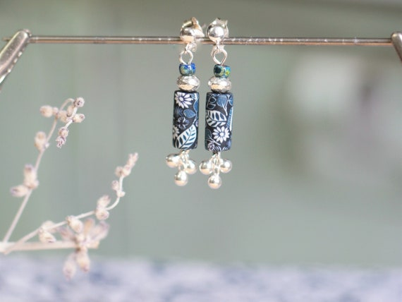 Small dying earrings with blue and white floral patterns and 925 silver stamps, 'Hellébore' collection
