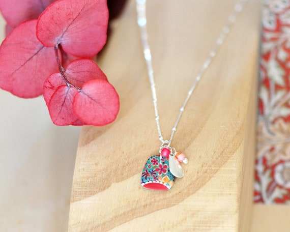 Sterling silver green and red necklace with handmade floral patterned pendant, 'Tiarelle' series
