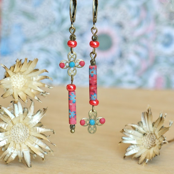 Asymmetrical boho earrings with blue and pink floral motifs, 'Elodée' collection