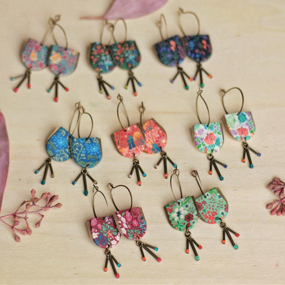 One pair of dainty pendant earrings with floral pattern and tassel, different patterns
