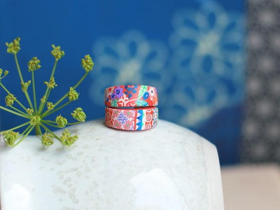 Adjustable silver ring with floral or geometric patterns in orange and green, 'Bellevalia' series