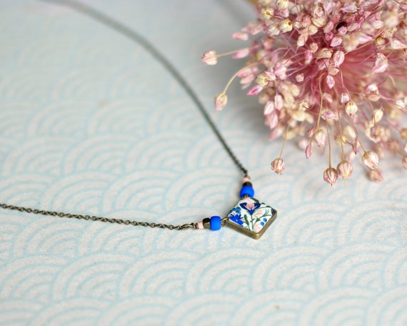 Blue and pink short necklace with handmade floral patterns on brass chain 'Seradelle'