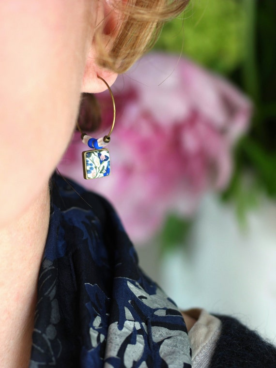 Brass hoop earrings and dainty square pendant with floral blue and pink patterns 'Seradelle'