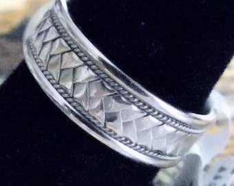 Men or Women Gold Band with Unique Design - White Gold - Solid 14k Gold - Heavy 7 grams - Custom Design