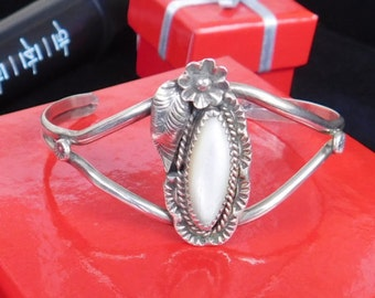 Price Cut - Vintage - 925 - Sterling Silver - Navajo - Native American - Indian - Bracelet with Ornate Design with White Stone
