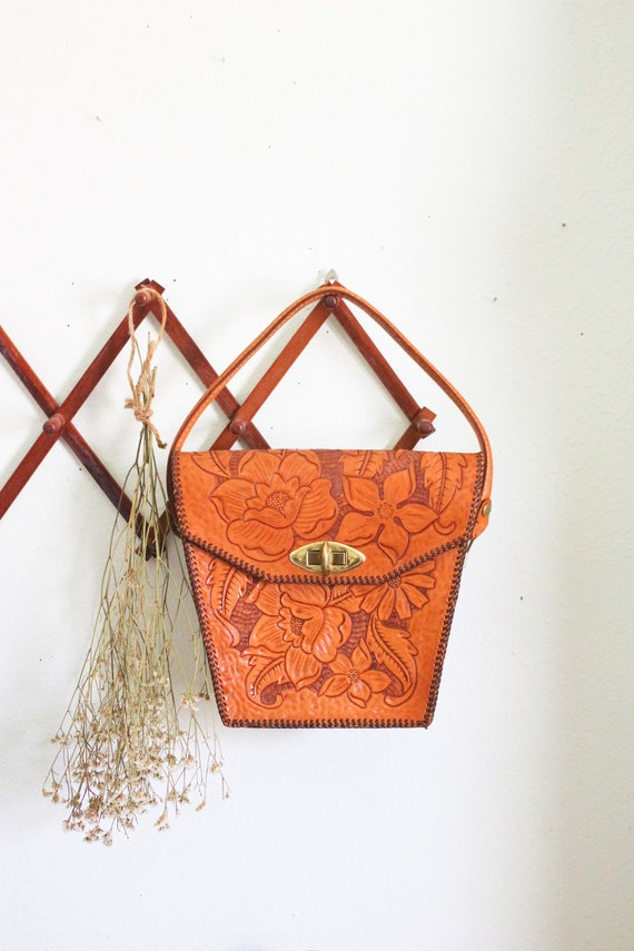 Embossed leather bag - leather purse - 70s bag - l