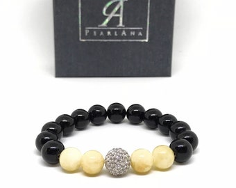 Beautiful natural jade, white topaz and onyx bracelet