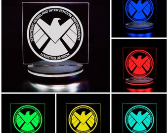 9776133eb73ccc Marvel Agents of Shield Crest - LED Illuminated night light perfect for  desks, bars, man caves, dorms, offices, bedrooms and more!