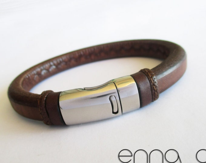 Licorice leather bracelet, brown