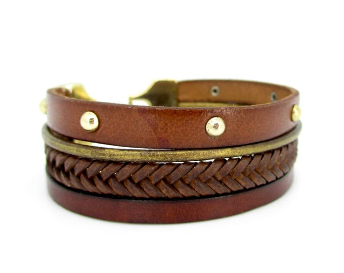 Brown leather bracelet and old gold.