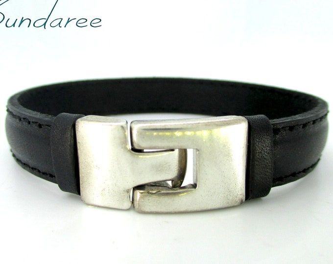 Flat leather bracelet stitched, black