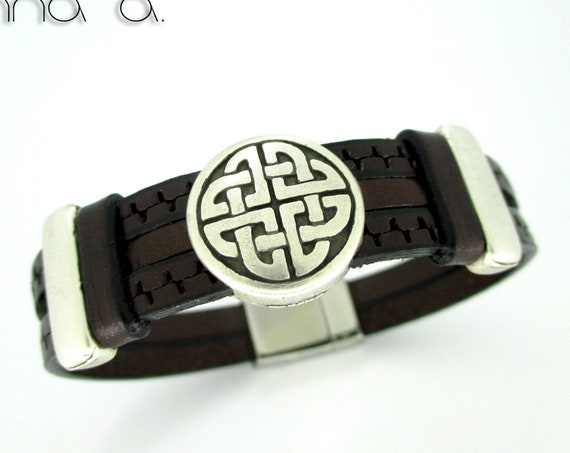 Brown engraved leather bracelet, Leather wristband, birthday gift, man gift, man accessories, brown wristband,personalized bracelet, leather