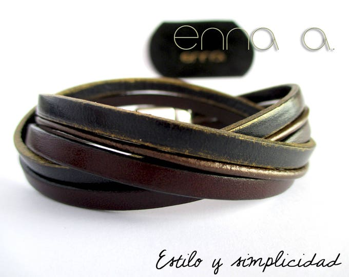 Blue and dark brown double leather bracelet.