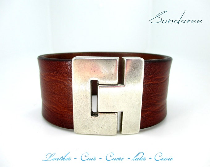 Unique and exclusive handmade bracelet, brown leather 38x4 mm.