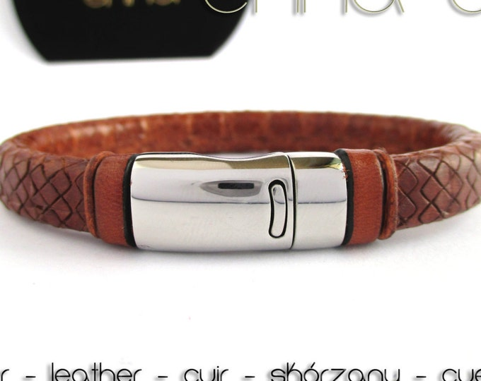 Brown bracelet, engraved leather licorice bracelet, leather wristband, man accessories, leather accessories, gifts for man, brown bracelets